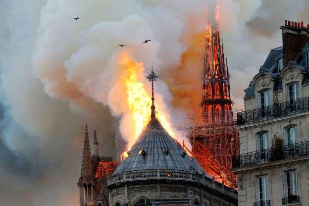 Catedral de Notre-Dame Paris Incêndio 1