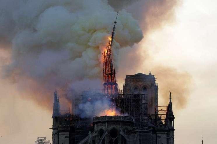 Catedral de Notre-Dame Paris Incêndio 2